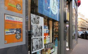 Cette pharmacie entre le 9e et le 10e arrondissement a décidé d'afficher sur sa vitrine des captures d'écran de caméras de surveillance
