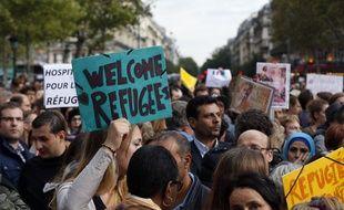 Samedi 5 septembre, plusieurs centaines de personnes étaient rassemblées place de la République à Paris en faveur de l'accueil des réfugiés, notamment syriens.
