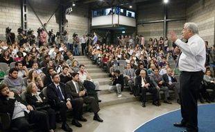 Un étudiant a lancé une chaussure à Dominique Strauss-Kahn, directeur du FMI, lors d'une conférence devant des étudiants à Istanbul le 1 er octobre 2009.