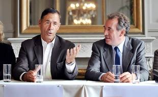 Alain Cazabonne était candidat Modem aux Sénatoriales de 2008 et ici aux côtés du président du Modem François Bayrou.