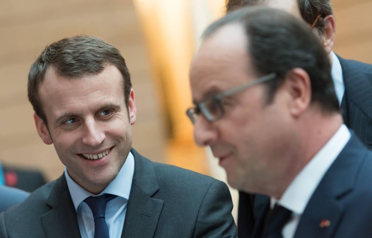 Emmanuel Macron et François Hollande à l'Elysée le 2 mars 2016. – WITT/SIPA