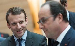 Emmanuel Macron et François Hollande à l'Elysée le 2 mars 2016.