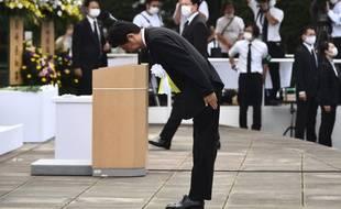 Le Premier ministre japonais lors d'une cérémonie de commémoration des victimes de la bombe atomique à Nagasaki, le 9 août 2020.