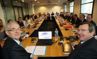 Alexandre Saubot (à gauche), président de l'UIMM et Michel Guilbaud (à droite), président du MEDEF.