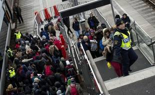 Des migrants arrivent à Malmö, en Suède, en provenance du Danemark, le 19 novembre 2015.