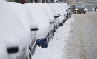 Des voitures garées sous la neige à Oslo, en Norvège, le 11 janvier 2016.