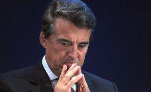 """Le PDG d'Air France, Alexandre de Juniac, a affirmé lundi que la """"question"""" de licenciements chez les personnels navigants commerciaux (PNC) n'était pas """"à l'ordre du jour"""", malgré l'absence d'accord signé sur une nouvelle organisation du travail et les rémunérations."""