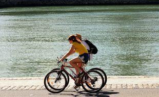 A Lyon, les Verts ambitionnent de créer le premier réseau express à Vélo de l'agglomération en réalisant 250 kilomètres de pistes cyclables d'ici à 2026.