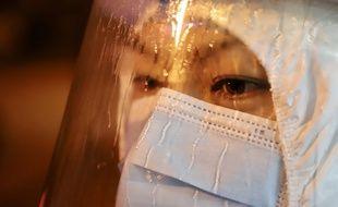Une soignante en Chine à Suifenhe City, le 11 décembre 2020.