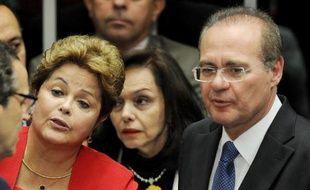 La présidente du Brésil, Dilma Rousseff, avec le président du Sénat, Renan Calheiros, le 18 décembre 2013 à Brasilia