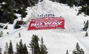 Génération identitaire a bloqué le col de l'Echelle, dans les Hautes-Alpes, le 21 avril 2018, pour empêcher les migrants de passer.