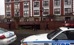 Une voiture de police devant le siège mondial de la communauté hassidique Habad Loubavitch à New York dans le quartier de Brooklyn le 9 décembre 2014