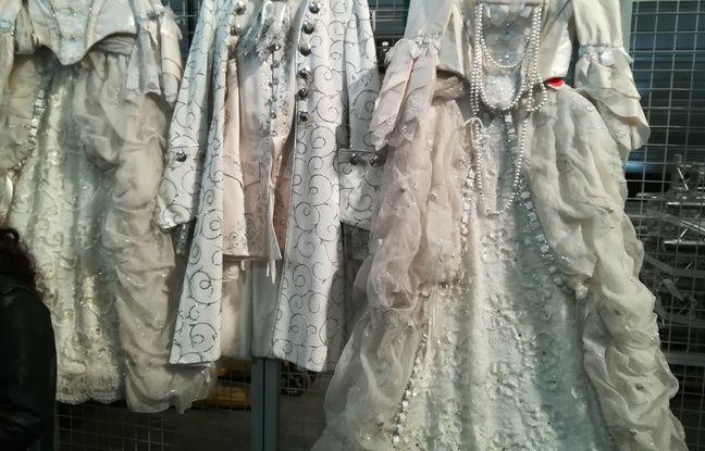 L'Opéra de Lyon déstocke et vendra samedi 27 avril, 3.000 costumes et accessoires.