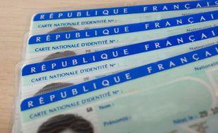 Des cartes d'identité nationale (illustration).