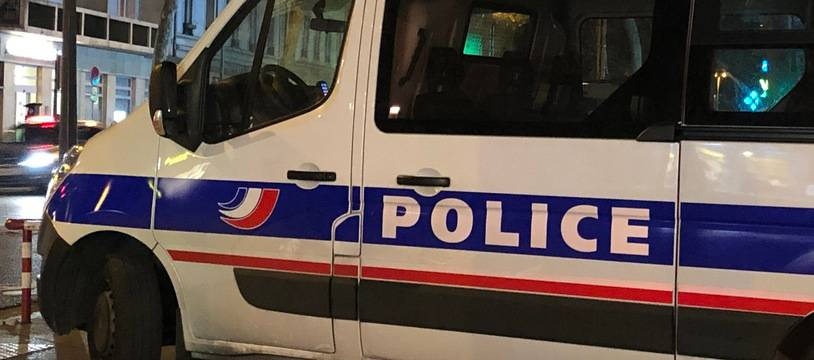 Illustration de la police la nuit à Lyon.