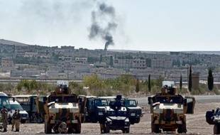 De la fumée s'élève de Kobané, ville kurde du nord de la Syrie assiégé par les jihadistes, le 5 octobre 2014