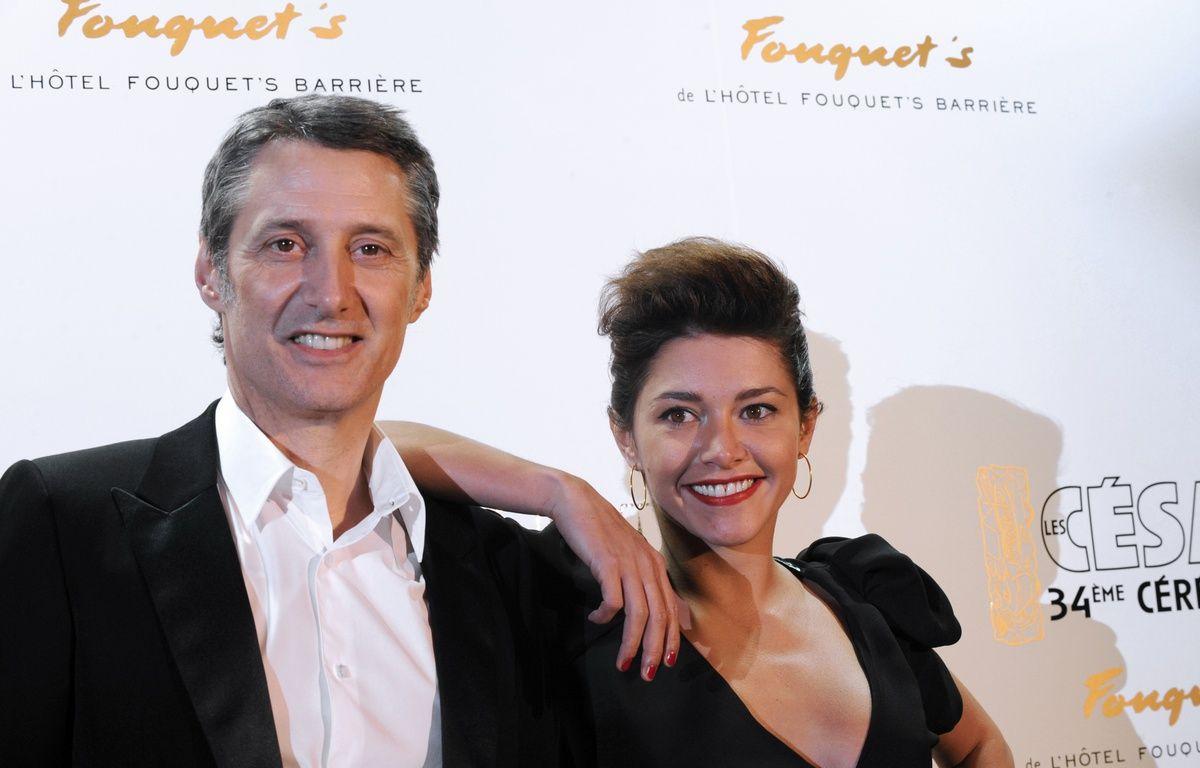 Antoine et Emma de Caunes à Paris, le 28 février 2009. – BORIS HORVAT / AFP