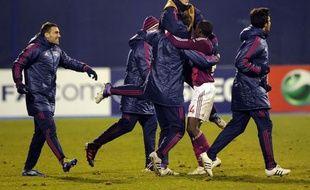 Après le match surréaliste gagné mercredi face au Dinamo Zagreb (7-1) en Ligue des Champions, qualifiant Lyon pour les 8es de finale de la Ligue des Champions tout en provoquant une polémique sur le score atypique, l'OL revient à l'ordinaire de la Ligue 1 à Lorient, dimanche.