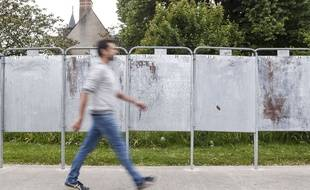 Les fameux panneaux électoraux officiels vont bientôt ressortir dans les villes et villages de France.