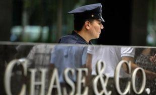 Un ex-patron d'ExxonMobil, Lee Raymond, a été désigné à la tête du comité mis en place par le conseil d'administration de JPMorgan Chase pour déterminer les responsabilités dans le scandale qui a déjà coûté six milliards de dollars à la banque, selon le Wall Street Journal.