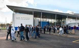 A la sortie du lycée Trégey de Bordeaux, jeudi 13 septembre, où un professeur a été agressé