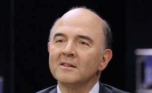 """Pierre Moscovici, directeur de campagne de François Hollande, a qualifié dimanche """"d'inédit"""" et de """"démocratiquement limite"""" le souhait du gouvernement de présenter au Parlement un projet de loi de finance rectificative, incluant notamment la TVA sociale""""."""