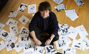 Cabu, scénariste et l'un des dessinateurs des hebdomadaires satiriques «Le Canard Enchainé» et «Charlie Hebdo», pose pour le photographe, le 15 mars 2006 dans son appartement.