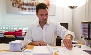 Jérôme Kerviel a rédigé un courrier à destination des membres du gouvernement et des parlementaires afin de réclamer une commission d'enquête indépendante sur l'affaire, le 9 septembre 2013 dans le bureau de son avocat Me Koubbi,à Paris.
