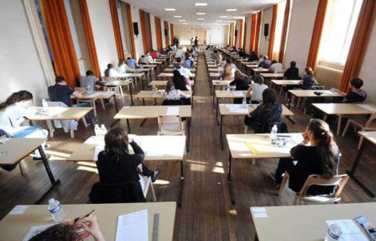 Illustration. Une salle d'examen à Nancy le jour de la première épreuve du bac 2012. – POL EMILE/SIPA