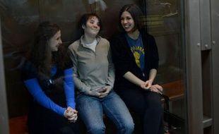 Le procès en appel des membres du groupe Pussy Riot s'est ouvert lundi peu après 11H00 locales (07H00 GMT) dans la capitale russe, en présence des trois jeunes femmes et sous protection renforcée.