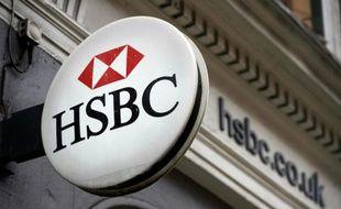 L'enseigne de la banque HSBC à Londres le 22 octobre 2015