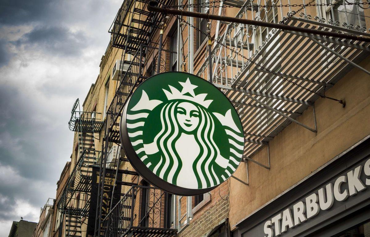 Enseigne d'un Starbucks Coffee. (Illustration) – Richard B. Levine/NEWSCOM/SIPA