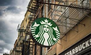 Enseigne d'un Starbucks Coffee. (Illustration)