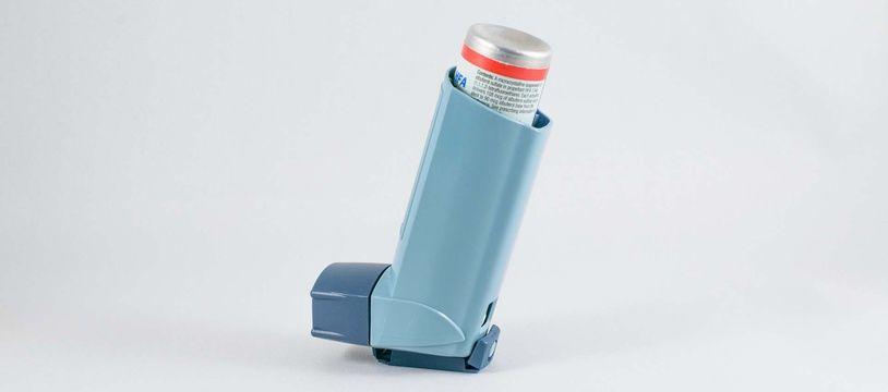 Illustration d'un inhalateur indispensable en cas d'asthme