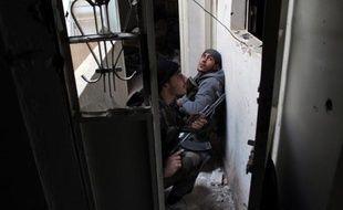 Des rebelles syriens en position, le 17 octobre 2013 à Deir Ezzor