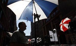 Les médias patiententdevant l'appartement de l'ancien chef du FMI, Dominique Strauss-Kahn, le 2 juillet 2011 à New York.