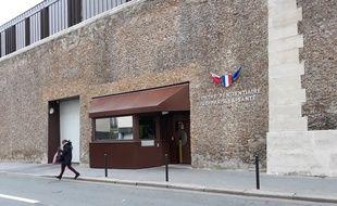 L'entrée de la prison de la Santé, rue de la Santé (14e arrondissement)