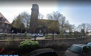 Parking devant l'église Saint Paul dans le quartier de Koenigshoffen à Strasbourg. Capture d'écran Google view.