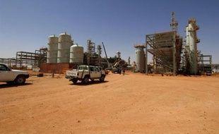 Les ravisseurs d'otages étrangers sur un site gazier en Algérie, veulent le retrait de l'armée algérienne qui encercle le complexe, pour permettre des négociations, a affirmé jeudi l'un d'eux sur la chaîne de télévision satellitaire du Qatar Al-Jazeera.