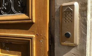 Une entrée d'immeuble à Paris avec un digicode. (Illustration)