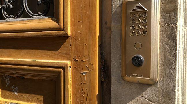 Ils vendaient les pass d'entrée d'immeuble à des voleurs à Paris