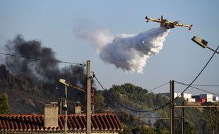 Départs de feux dans une zone industrielle près de Marseille : 100 pompiers sur place