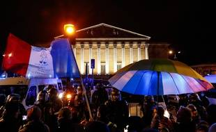Samedi 20 février, des opposants à la réforme des retraites manifestent leur colère devant l'Assemblée Nationale
