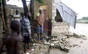 La tempête tropicale Gustav, qui a fait au moins 22 morts en République dominicaine et Haïti, se rapprochait jeudi matin des côtes de la Jamaïque et menaçait de se transformer à nouveau en un ouragan, selon le Centre national des ouragans (NHC) américain, basé à Miami.