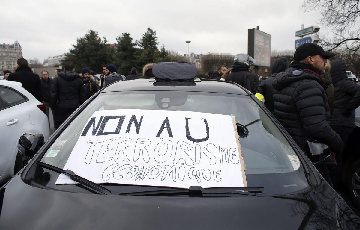 Manifestation des taxis, le 26 janvier 2016 contre la concurrence des VTC.AFP PHOTO / THOMAS SAMSON – AFP