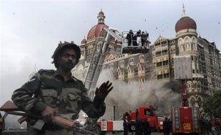"""Les attentats qui pulvérisent depuis des années des marchés populaires en Inde sont en général oubliés dès le lendemain. Mais les attaques de Bombay, ville-symbole du """"miracle"""" économique indien, ont cette fois réveillé les consciences des classes moyennes et aisées."""