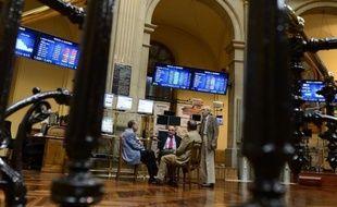 L'Espagne a levé jeudi 4,799 milliards d'euros sur le marché obligataire, parvenant à négocier des taux d'intérêt en chute sur l'échéance-phare à 10 ans, considérée comme un baromètre de la confiance des investisseurs, a annoncé la Banque d'Espagne.