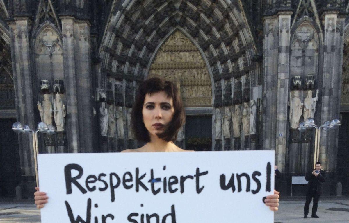 L'artiste Milo Moire proteste contre les violences commises lors du nouvel an à Cologne, le 8 janvier 2015. AP Photo/Dorothee Thiesing. – Dorothee Thiesing/AP/SIPA