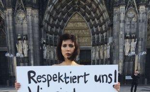L'artiste Milo Moire proteste contre les violences commises lors du nouvel an à Cologne, le 8 janvier 2015. AP Photo/Dorothee Thiesing.