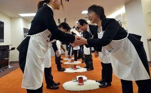 Des milliers de jeunes recrues japonaises ont débuté lundi leur vie de salariés, accueillis dans leur première entreprise par les discours de patrons leur souhaitant audace, courage et bravoure pour affronter les défis de la société nippone.